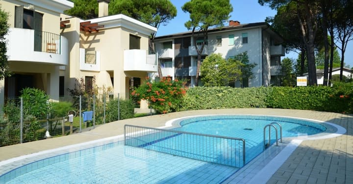 apt for 3+2 persons with pool in Bibione R76671