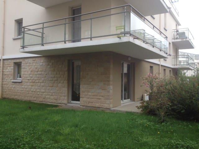Appartement Dinannais avec jardin proche centre