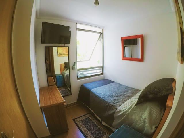 Habitación Las Condes Metro Manquehue baño privado - Las Condes