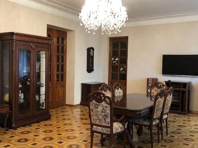 Роскошная квартира в центре Баку возле Бульвара