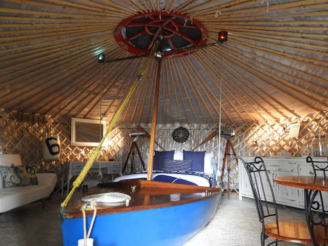 Double bed incorporated in a classic wooden wayfarer boat and Double sofa bed. Kitchen and dining area with mini oven/hobs and fridge.