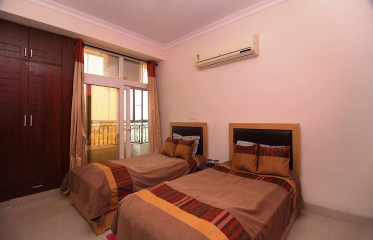 Quaint Room in Greater Noida - Greater Noida - Apartamento