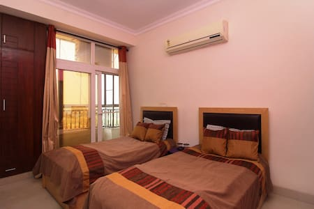 Quaint Room in Greater Noida - Greater Noida