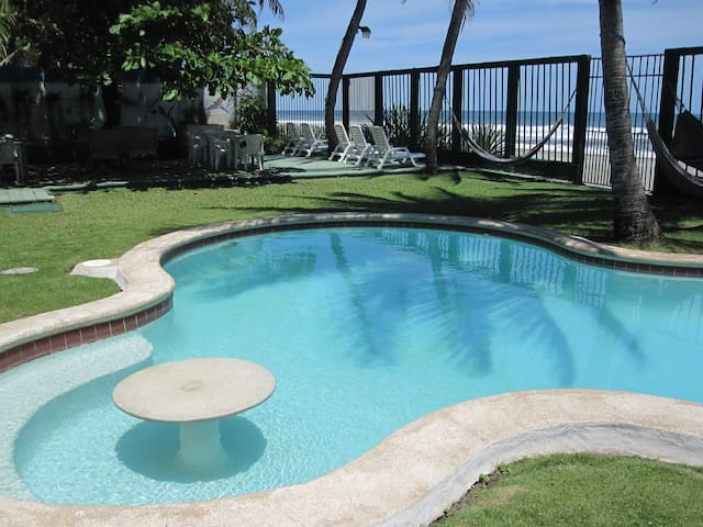 OCEAN/POOL/SLEEPS 10/3 BDRMS/3 BATHS/AC/ WIFI