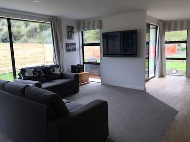 Sunny 3 bed family home