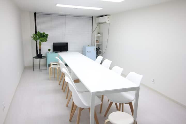 ♥강남 깔끔한 파티룸 W♥최대12명♥강남역 최고의 위치