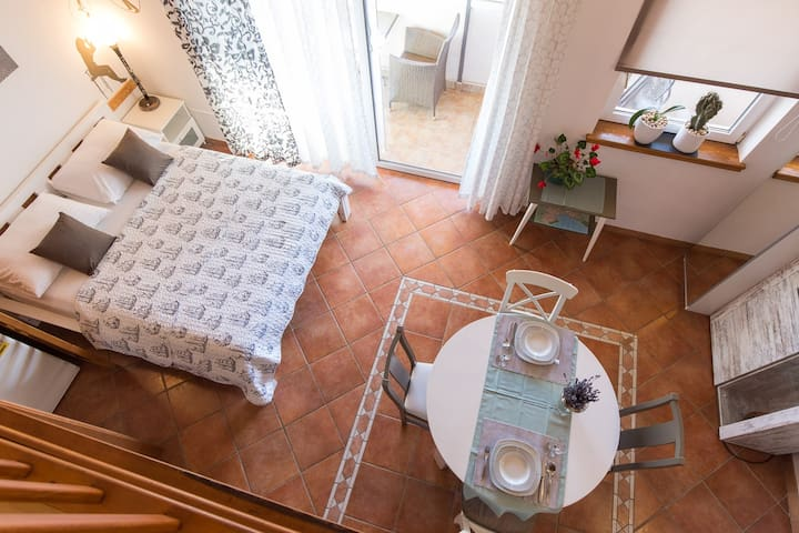 Completely renewed and updated Apt. 2+1 w/ parking - Isola di Krk - Appartamento