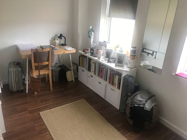 Cosy, bright double room for short term renting