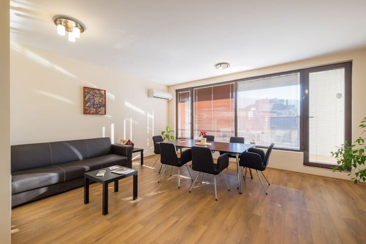 Stylish new apartment near downtown, park and mall - Sofia