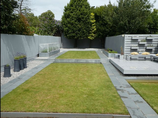 Stylish, modern home in Aigburth. Garden & Parking