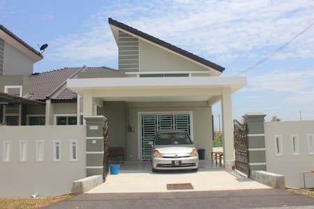 Rest & Relax Semi-D end Lot Home-stay @ Parit Raja