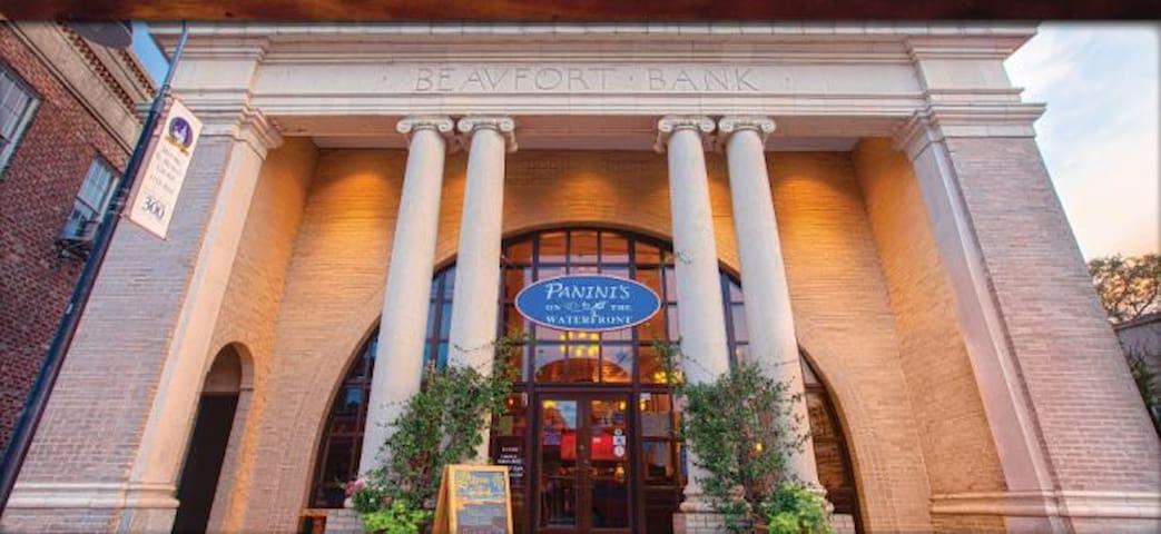 Amazing Resturant Downtown Beaufort 10 Min Away