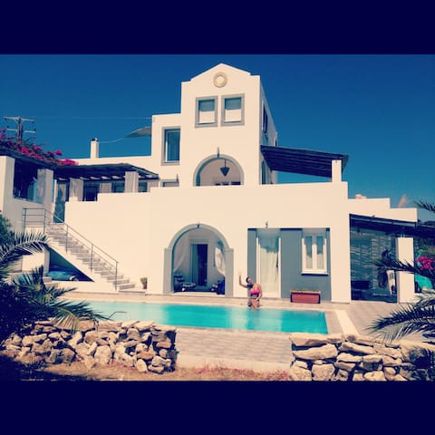 Greek villa, still dates available - Kallimasia - Casa