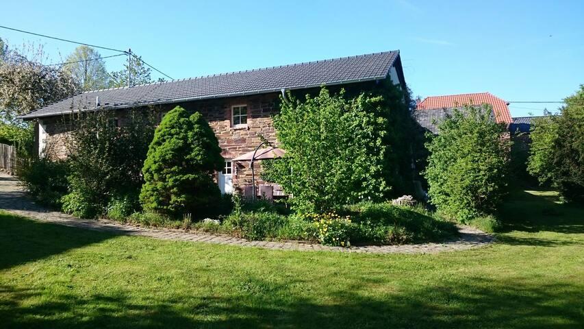 Kapellenhof- Bruchsteinhaus mit großem Garten