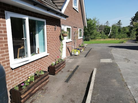 Gables Farm, Self contained flat by Middlewood Way