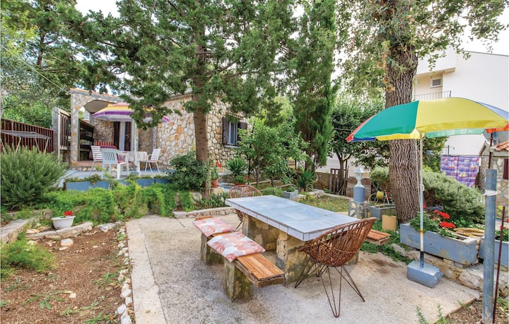 Stunning home in Potocnica with WiFi and 1 Bedrooms