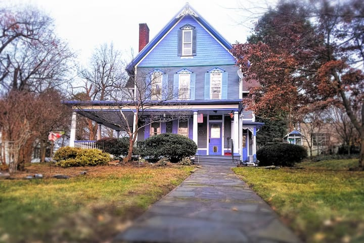 CHARMING VICTORIAN MANSION RETREAT - Near Bucknell