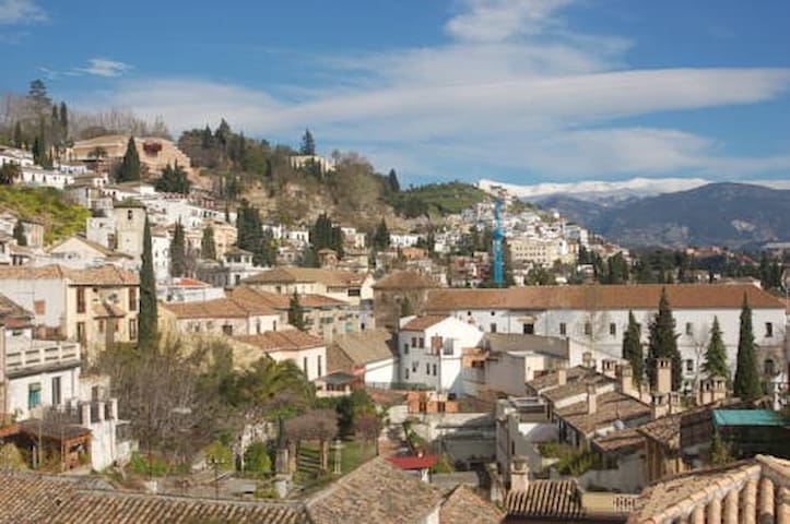 4 people room with breakfast close to the Alhambra - Granada - Apartment