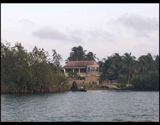 Brivin River View Home Lodge