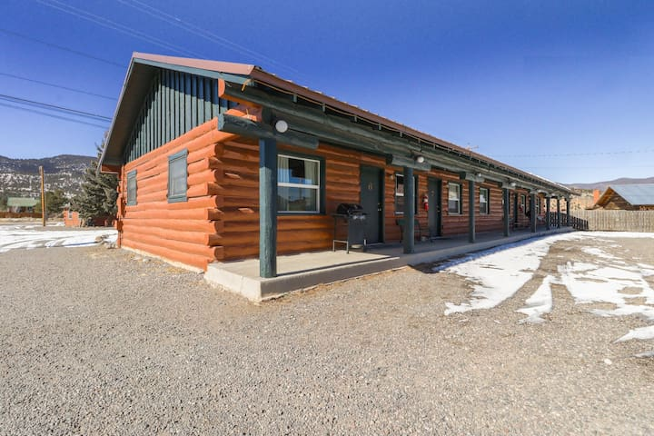 Four cozy lodge cabins w/ shared hot tub - close to skiing - dogs OK!