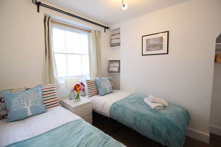 NEW Cosy & Comfy Twin Room Victoria Westminster