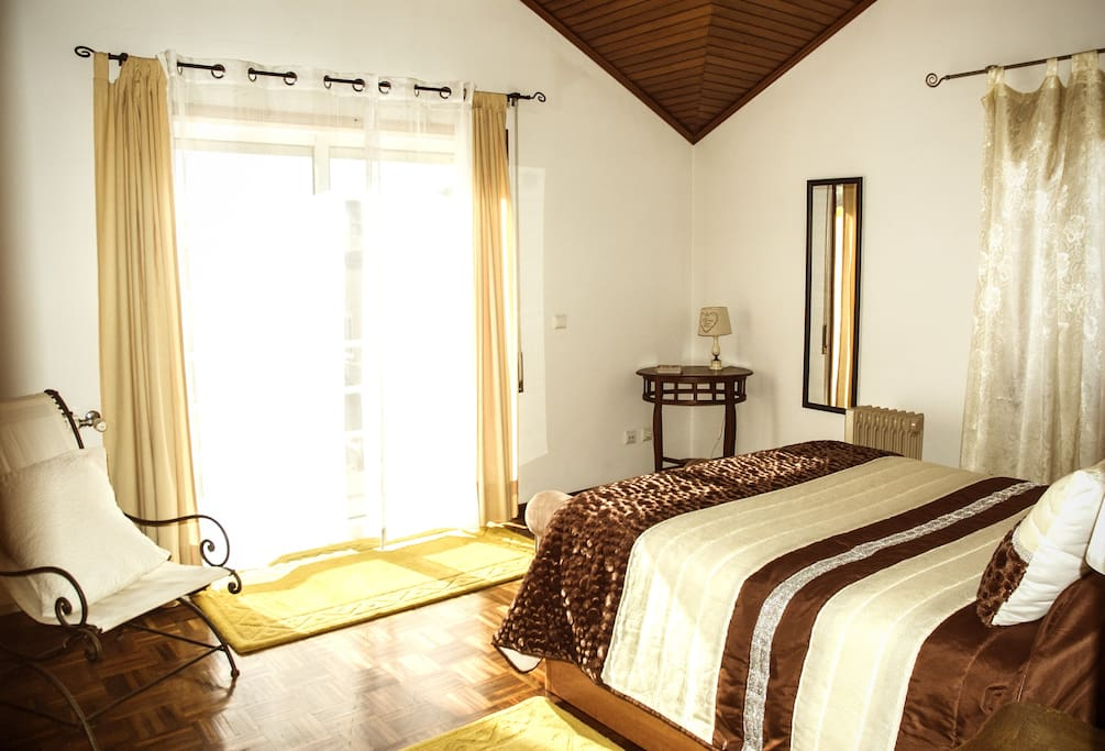 A large and confortable double room with balcony