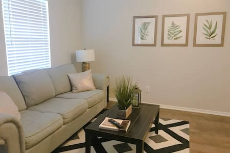 2 Blocks from AT&T Stadium ★ Comfy Beds ★ Inviting