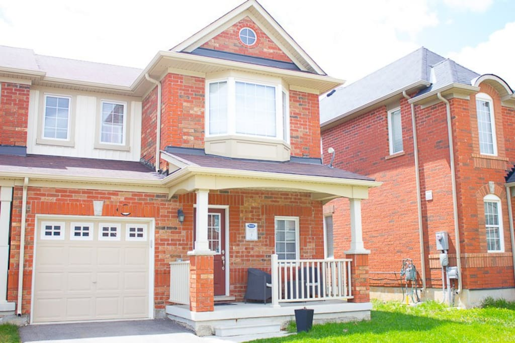 Beautiful bright 3 bedroom house in a quiet family neighbourhood.