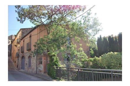 Casa con jardín en Capmany (Alt Empordà) - House