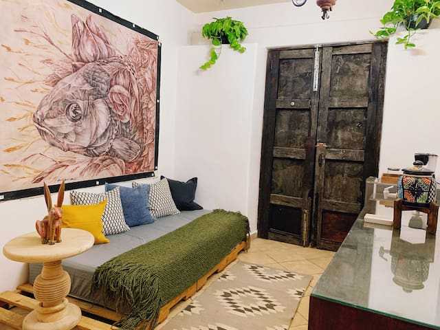 Stylish Cozy place just two blocks from Parroquia