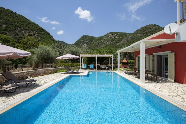Privè villa with big pool,ideal for families!