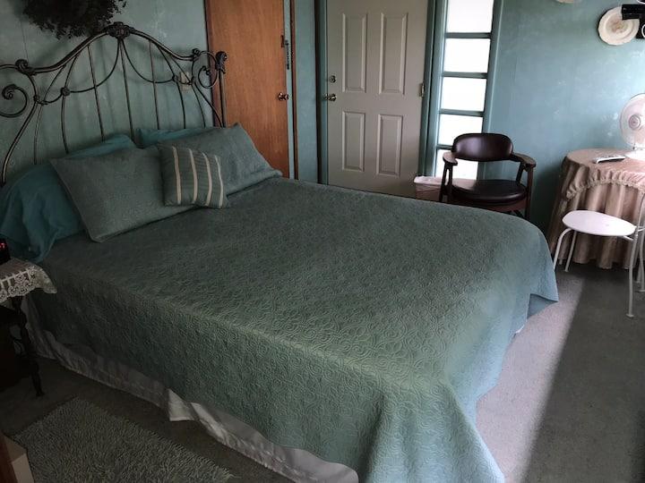 Small cozy private room #1