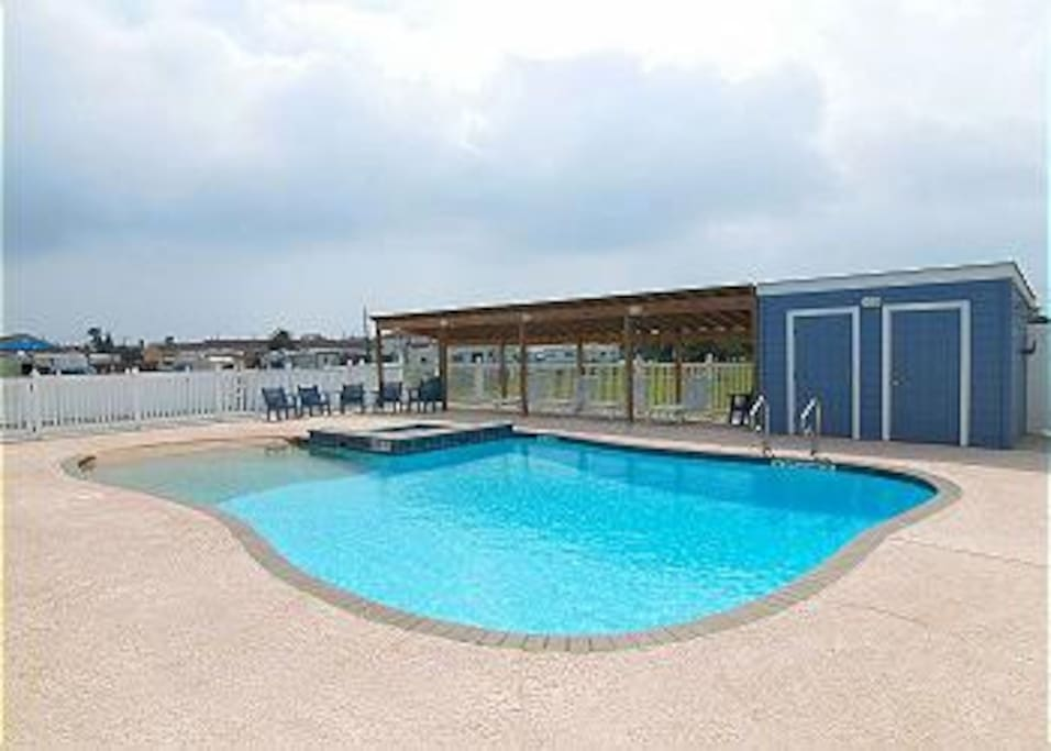 Pool is located right by the condo / apt.