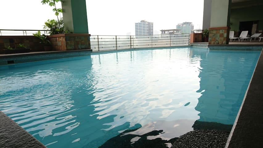 Cozy place near everything Pool WiFi Timog Q.C.