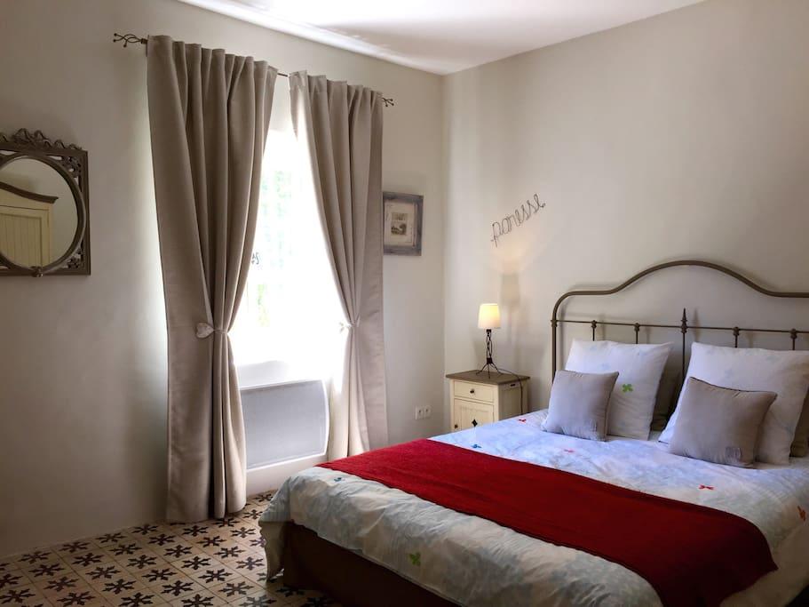 chambre d 39 h tes de charme lavande chambres d 39 h tes louer saint tienne du gr s paca france. Black Bedroom Furniture Sets. Home Design Ideas