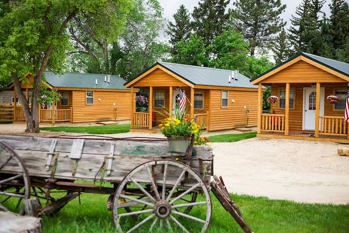 Cozy Dayton 'Shire Valley Cabin' w/Deck+Mtn View!