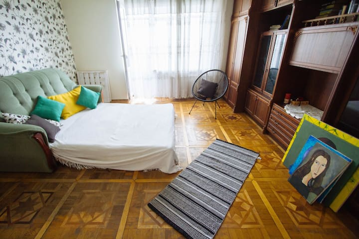 Light cozy room close to the airport