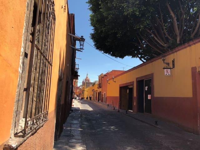A solo 2 cuadras de la Parroquia de San Miguel de Allende