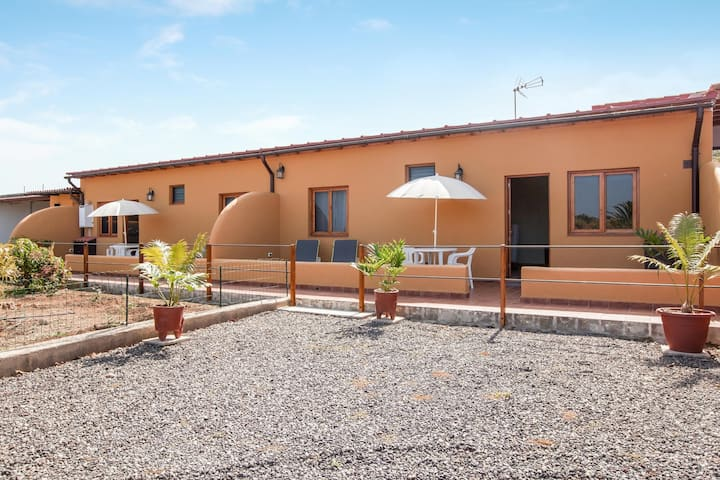 Holiday Home Casas Quemahierro with Sea View, Wi-Fi, Terrace & Garden; Parking Available