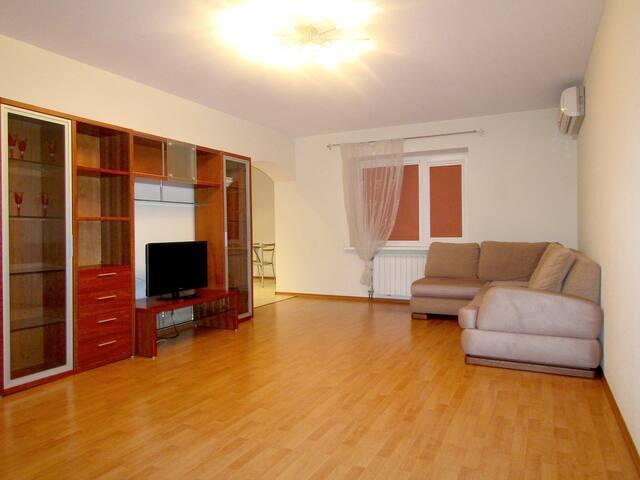 Уютная квартира в самом сердце города - Samara - Apartament