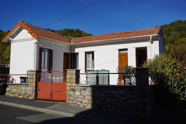 """""""La Villa Mon Rêve""""au pied de la Chaine des Puys"""