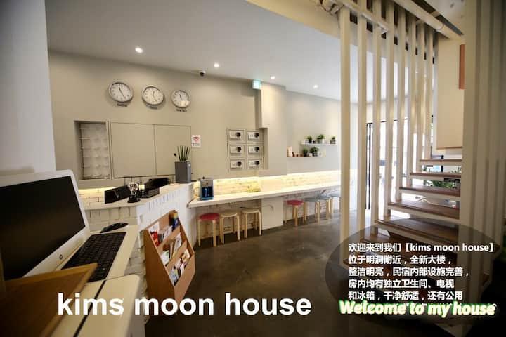 #明洞kims moon guesthouse  double bed ^^