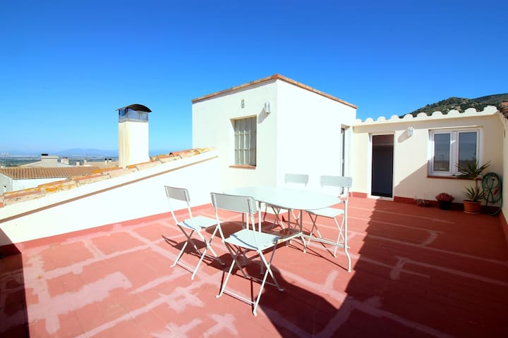 Very nice house in the village of Palau-Saverdera.