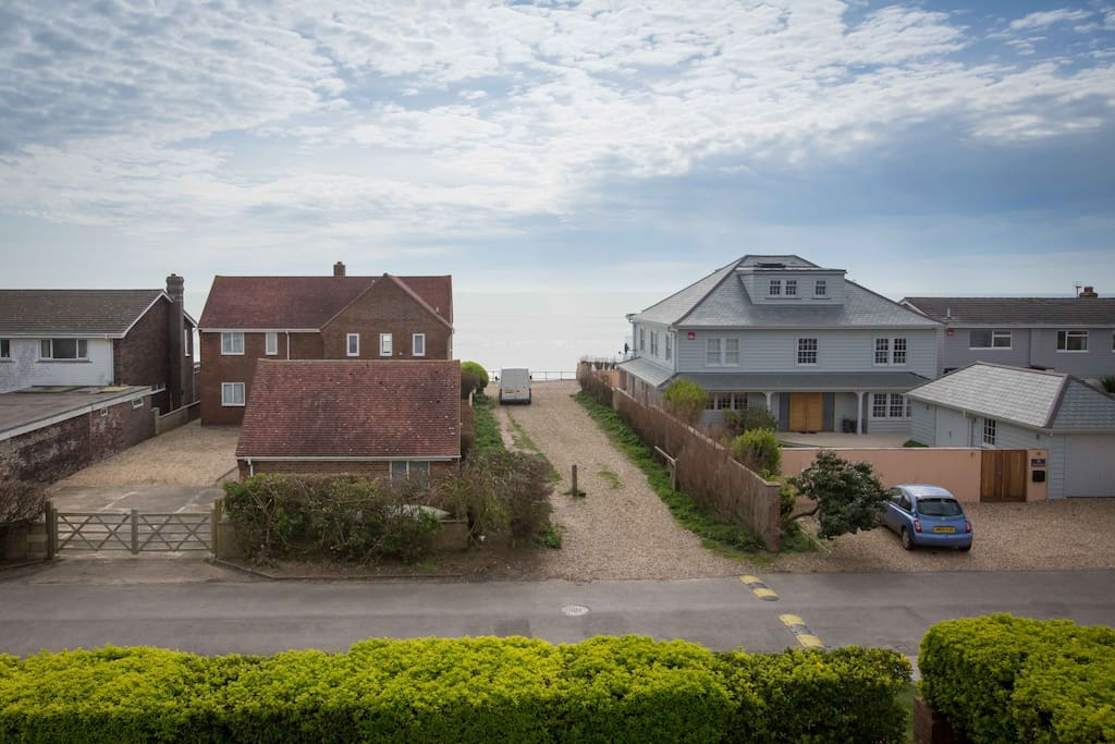 Stunning sea views and proximity to the beach