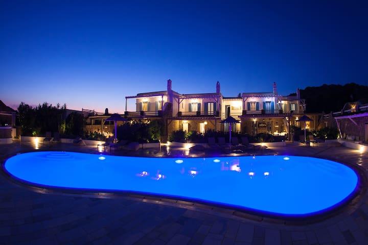 Villa Phos   El Mar Estate - Plintri