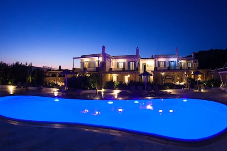 Villa Phos | El Mar Estate