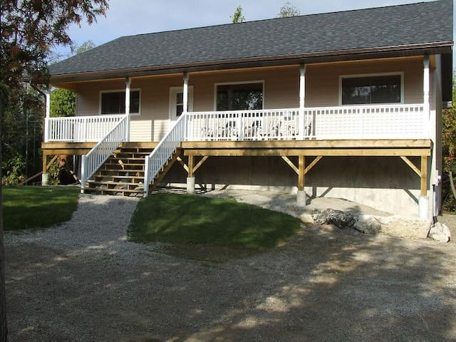 Bradley Retreat Cottage - Spring / Summer Deals - Miller Lake - Cottage