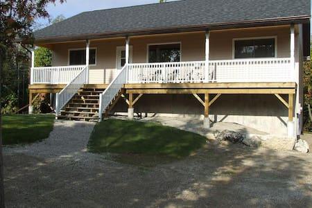Bradley Retreat Cottage - Spring / Summer Deals - Miller Lake - Stuga
