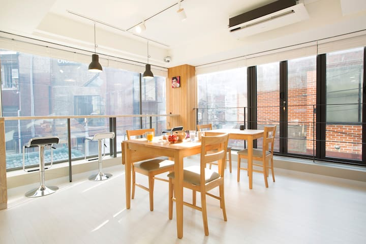 Neat Room for 3-4 private, close to Hongik station