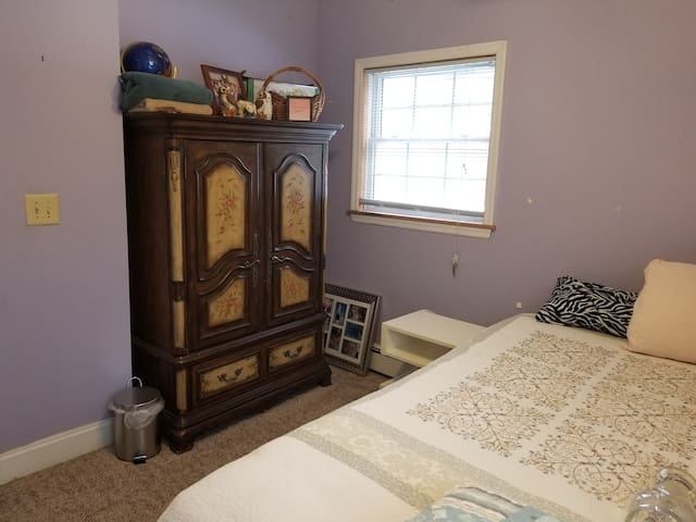 Cozy Room in the Hudson Valley